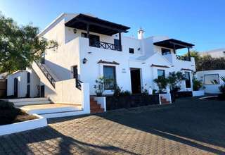 Villa Luxury for sale in La Costa, Tinajo, Lanzarote.